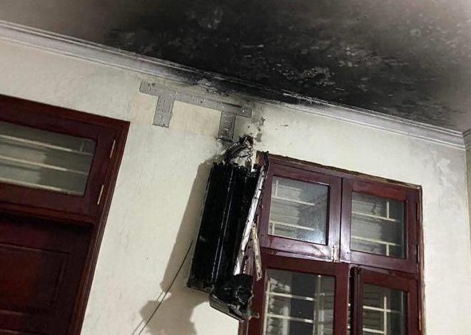Giữa đêm, điều hòa trong phòng bốc cháy ngùn ngụt ở Hà Nội-2