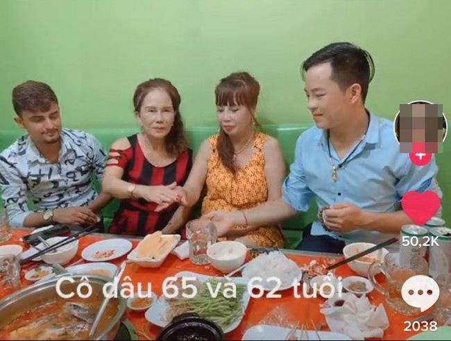 HOT: Vợ chồng cô dâu Cao Bằng hội ngộ lão bà 65 và anh xã ngoại quốc 28 ở Đồng Nai-4