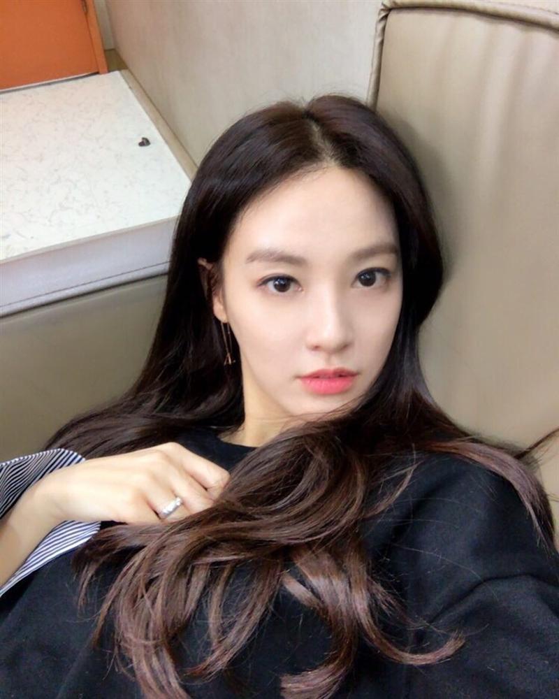 Dàn mỹ nữ Hàn bị chỉ trích vì tiệc tùng giữa mùa dịch-8
