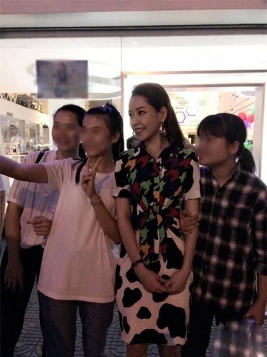 Mỹ nhân Việt bị chụp lén: Chi Pu - Thu Thảo đẹp bất chấp, Ngọc Trinh - Hà Hồ gây thất vọng-13