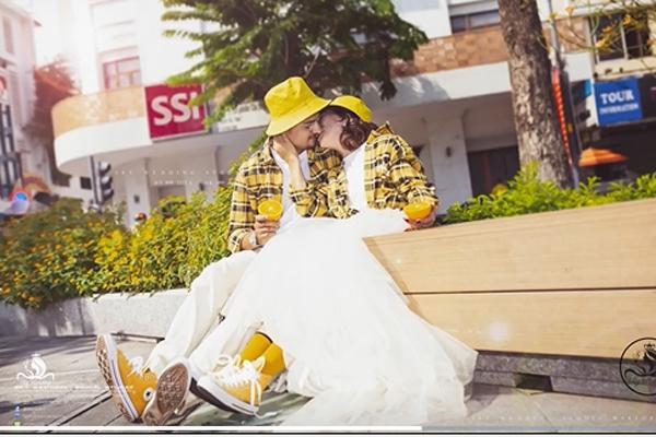 Cô dâu Việt 65 tuổi lộ ảnh cưới chất như tuổi teen với chồng Tây 28 tuổi-5