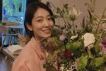 Cắm hoa mừng sinh nhật mẹ, Park Shin Hye được khen 'đã xinh đẹp lại còn khéo tay'