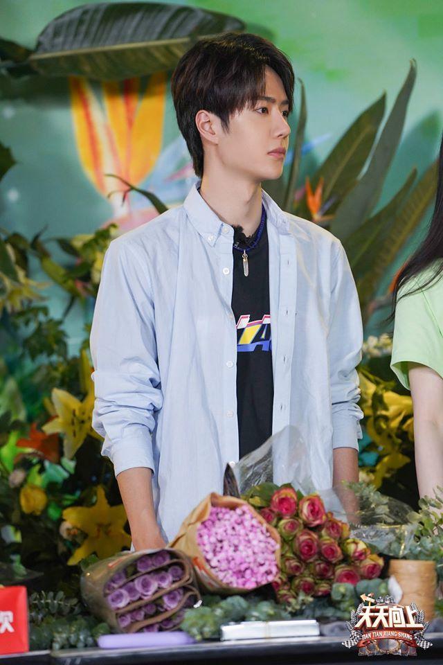 Vừa hết Hữu Phỉ, Vương Nhất Bác đã đóng phim với chồng Trần Nghiên Hy, đẹp trai cực phẩm khi đọc kịch bản-5