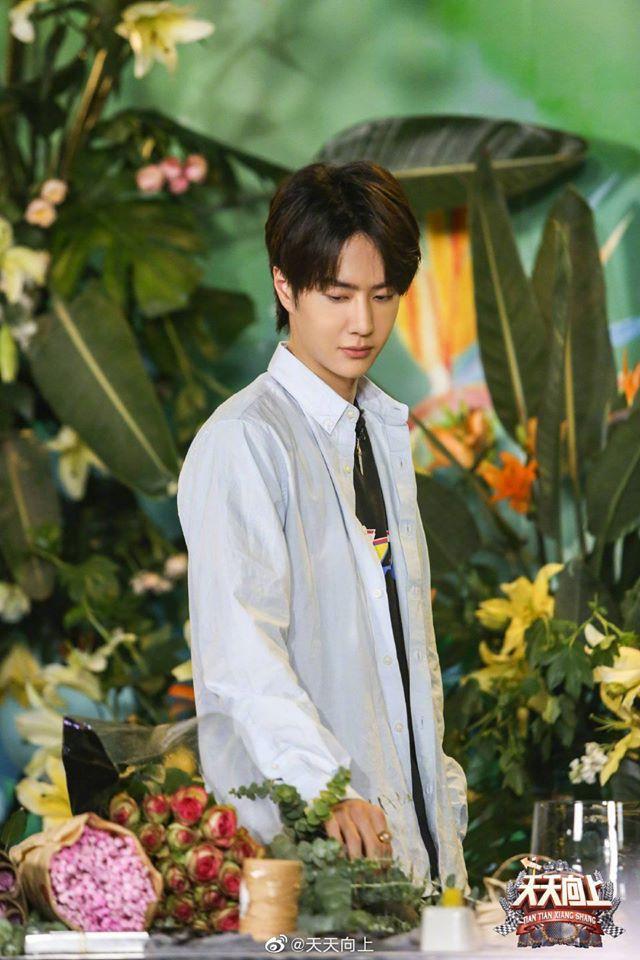 Vừa hết Hữu Phỉ, Vương Nhất Bác đã đóng phim với chồng Trần Nghiên Hy, đẹp trai cực phẩm khi đọc kịch bản-7