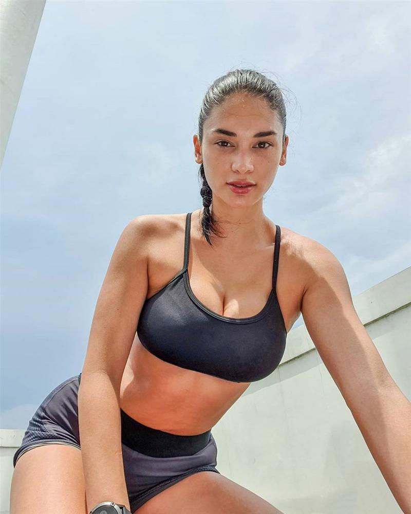 Bản tin Hoa hậu Hoàn vũ 21/5: Hoàng Thùy bị đại mỹ nữ chặt đẹp khi đụng trúng style-5