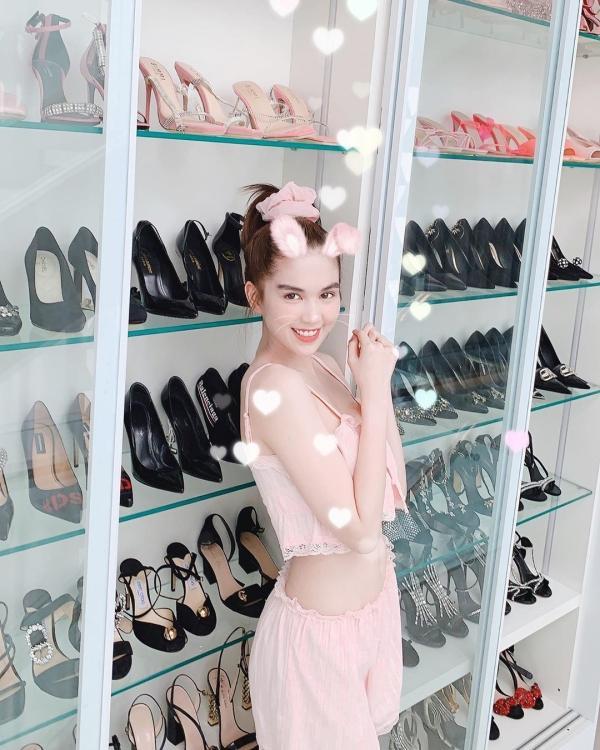 Ngọc Trinh lại khoe tủ giày hiệu chất cao như núi trong nhà, con số vượt xa 300 đôi-1