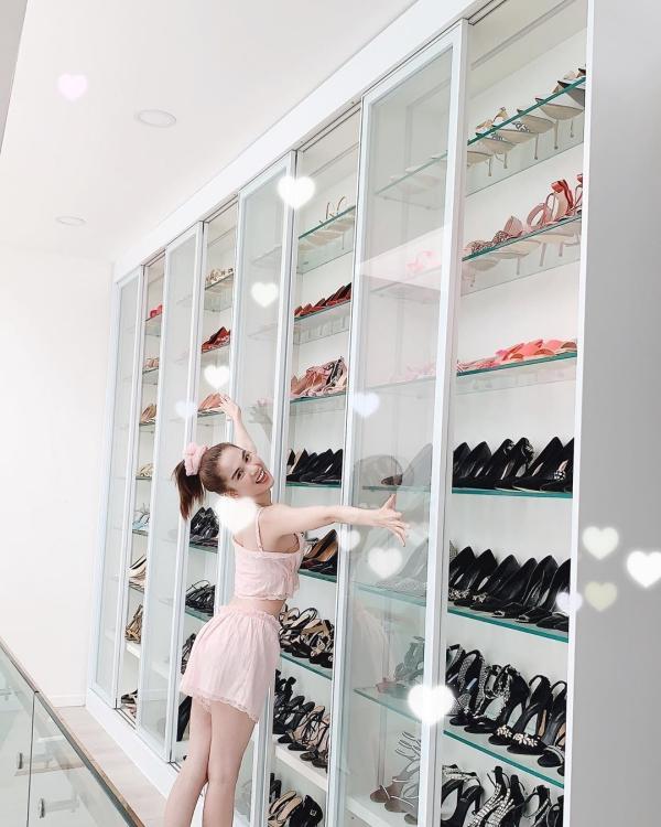 Ngọc Trinh lại khoe tủ giày hiệu chất cao như núi trong nhà, con số vượt xa 300 đôi-3
