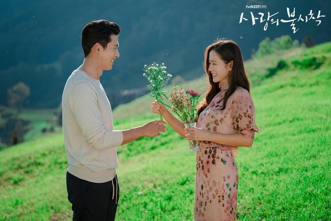 Lộ cảnh Son Ye Jin tán tỉnh Hyun Bin trong hậu trường phim Hạ cánh nơi anh lần đầu được tiết lộ-1