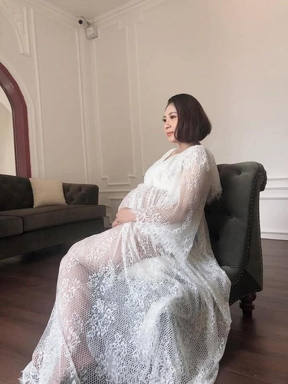 Hoa hậu Đại dương Đặng Thu Thảo chụp ảnh kỉ niệm bầu bí nhưng vết rạn chằng chịt ở bụng khiến ai cũng thương-4