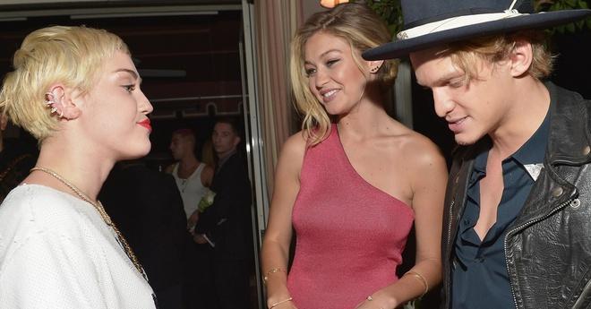 Victoria Beckham, Hailey Bieber và loạt sao cưới thần tượng một thời-3