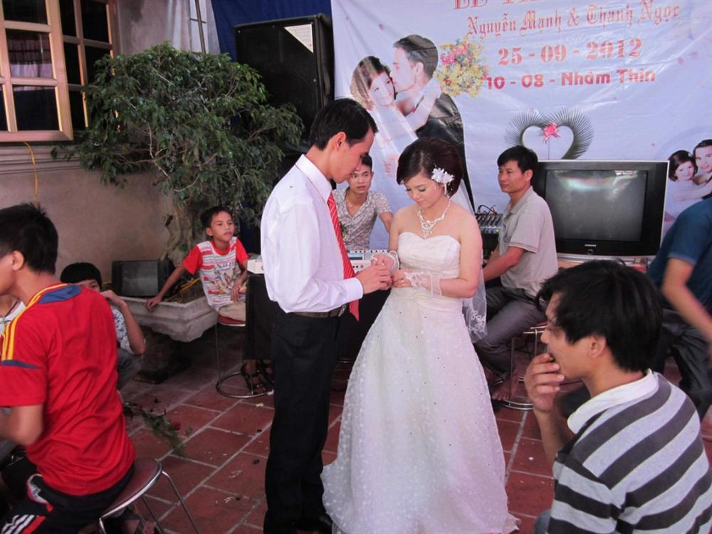 Chàng trai liệt cả 2 chân cưới được vợ nhờ nhắn tin làm quen qua MXH-4