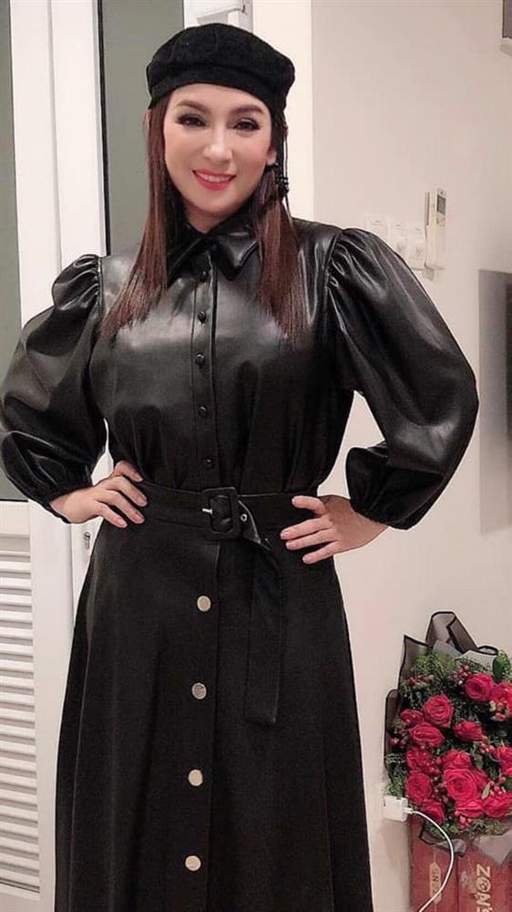 Phi Nhung - nữ nghệ sĩ giàu có bậc nhất Vbiz nhưng luôn ăn mặc giản dị-4