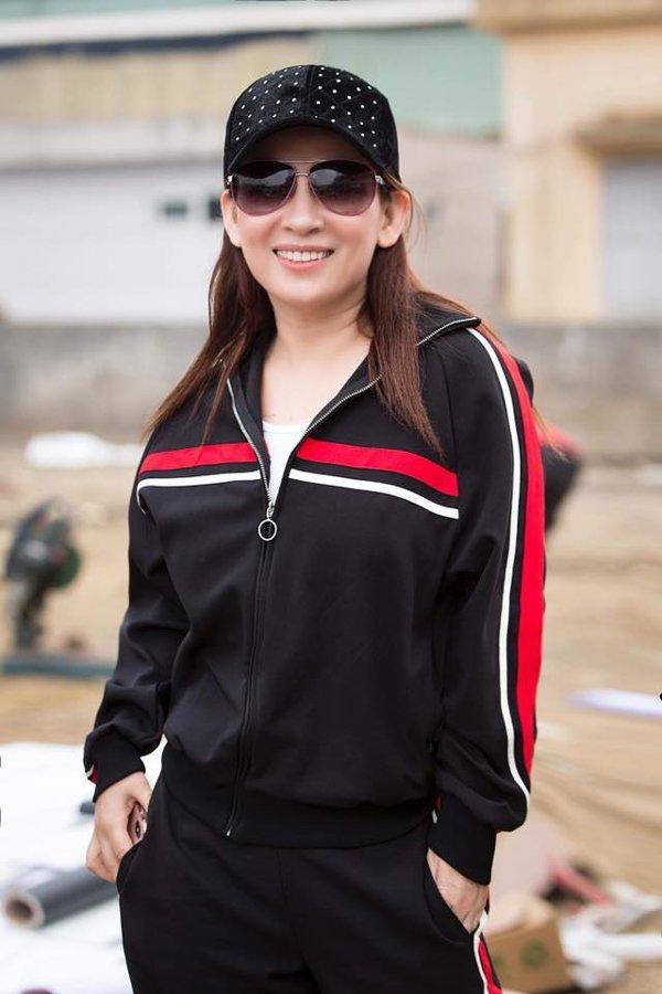 Phi Nhung - nữ nghệ sĩ giàu có bậc nhất Vbiz nhưng luôn ăn mặc giản dị-11