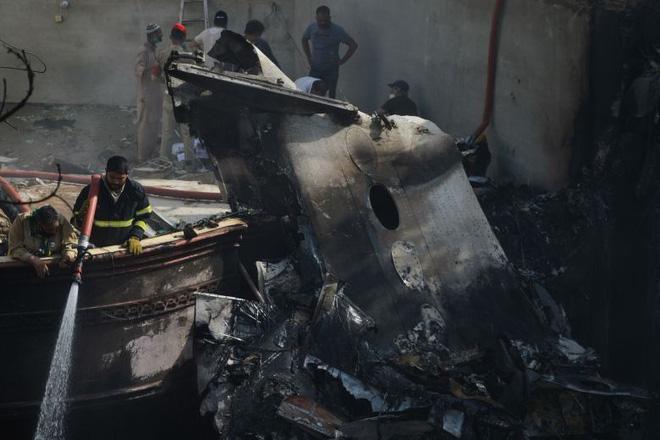 Người đàn ông may mắn thoát chết trong vụ rơi máy bay Pakistan vì lỗi hệ thống đặt vé online-1