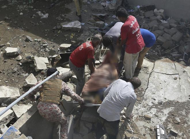 Người đàn ông may mắn thoát chết trong vụ rơi máy bay Pakistan vì lỗi hệ thống đặt vé online-4