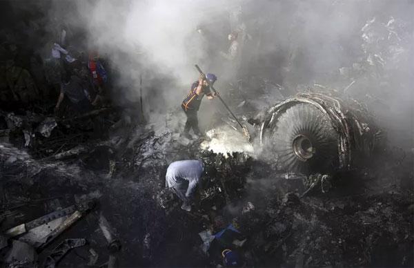 Vụ rơi máy bay Pakistan: Những bất thường trước lúc gặp nạn-2