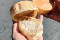 Bánh bò dừa nướng ngon rẻ khu Bách Khoa, chỉ 5.000 đồng/chiếc gợi về cả thời đại học