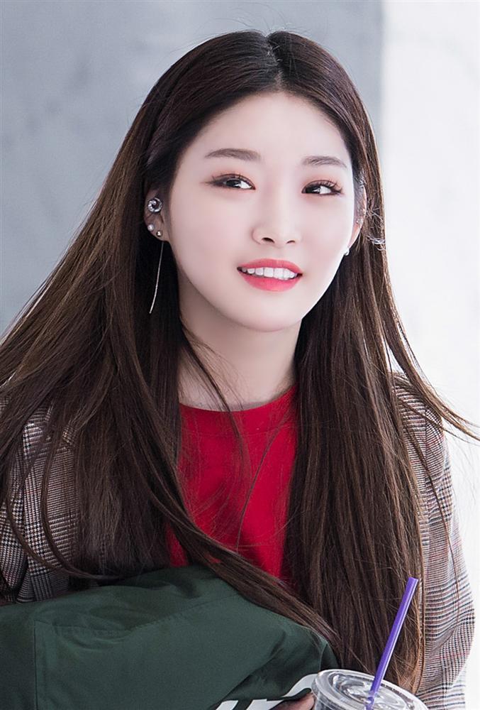 Nữ thần Kpop thế hệ mới Chungha gây shock khi phẫu thuật thẩm mỹ giống hệt 2NE1 Park Bom-3