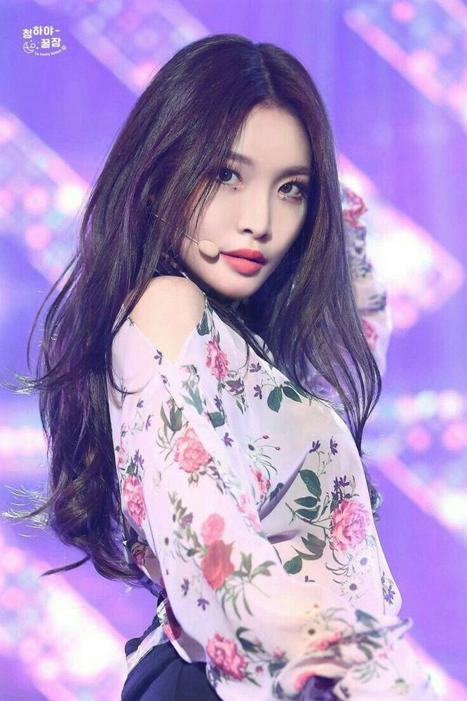 Nữ thần Kpop thế hệ mới Chungha gây shock khi phẫu thuật thẩm mỹ giống hệt 2NE1 Park Bom-5