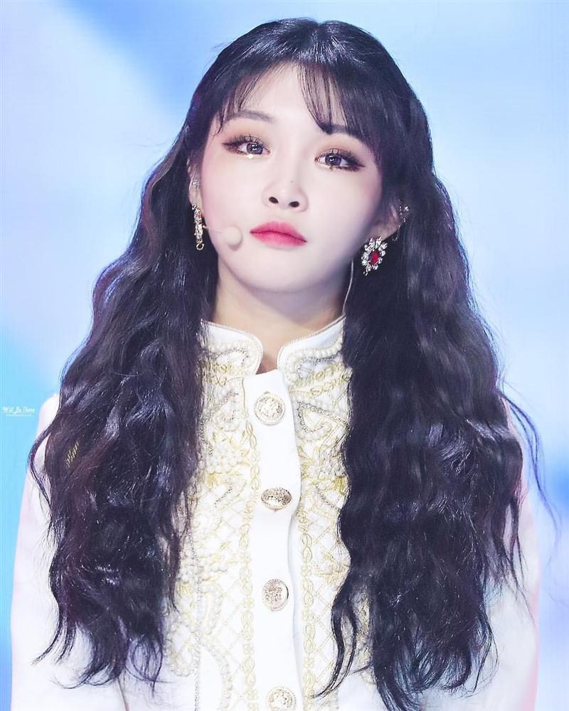 Nữ thần Kpop thế hệ mới Chungha gây shock khi phẫu thuật thẩm mỹ giống hệt 2NE1 Park Bom-6