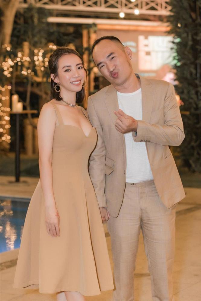 Ra tiệm vàng lấy đồ theo lời dặn của Tiến Luật, Thu Trang ngỡ ngàng vì bị chồng chơi khăm-1