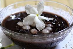 Để chè đỗ đen có hạt mềm, thơm bùi nhưng không vỡ nát chỉ cần thêm một thìa này