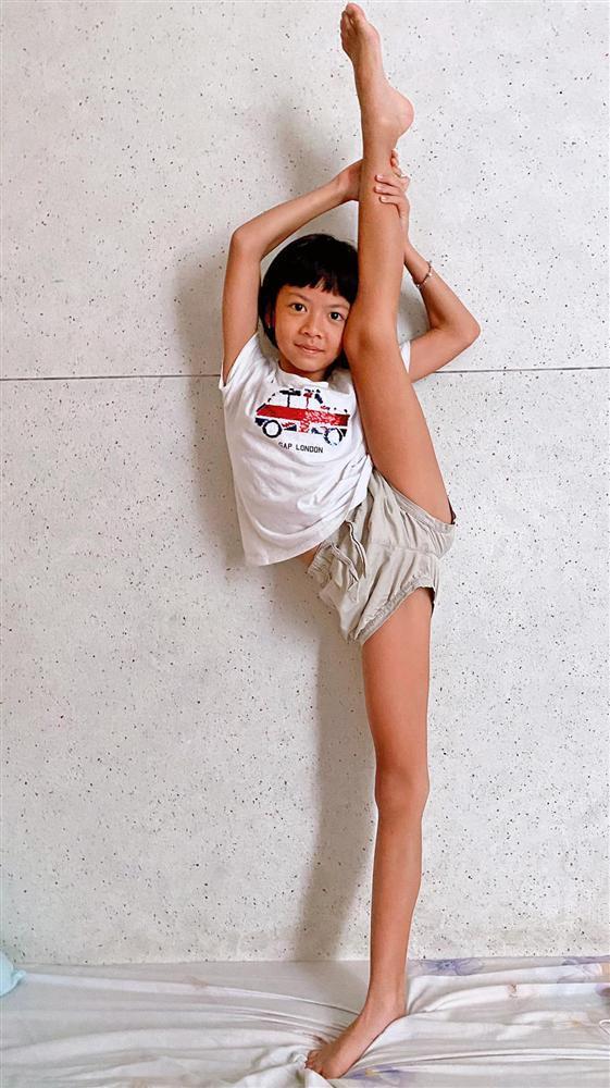 Ái nữ 8 tuổi nhà Bình Minh khoe chân dài kinh ngạc, dàn mỹ nhân showbiz dụi mắt trầm trồ-3