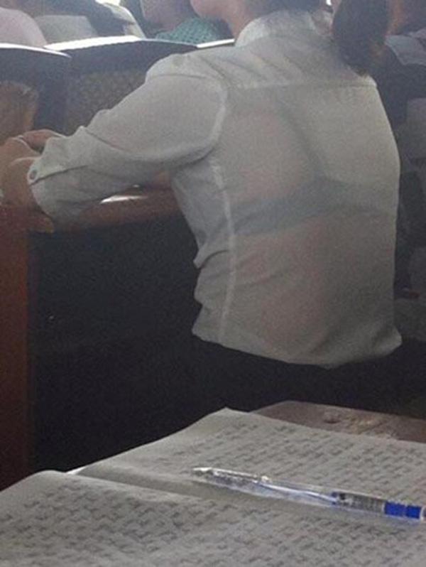 Trang phục học đường bị ném đá: Áo dài mặc cùng quần đùi, váy chiều dài khiêm tốn-5