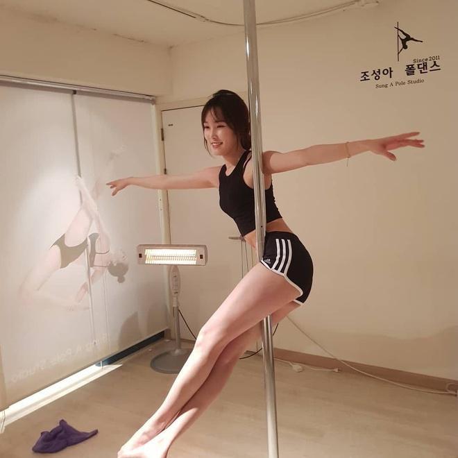Những nữ ca sĩ múa cột điêu luyện-7