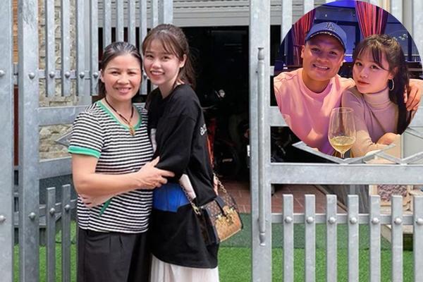HOT: Ảnh nét căng Quang Hải đưa bạn gái mới Huỳnh Anh về ra mắt bố mẹ