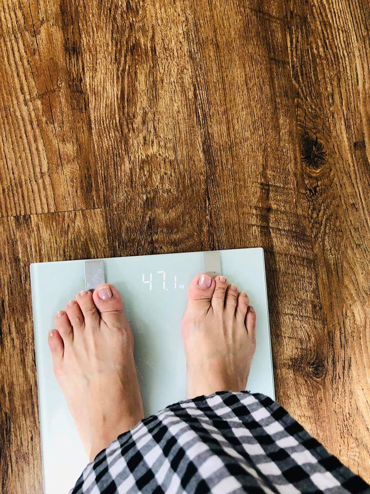 Công khai cân nặng 47kg, Khánh Thi gây ngỡ ngàng vì diệt mỡ ngoạn mục sau sinh-4