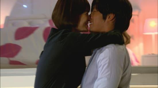 Cảnh quay Song Hye Kyo vỗ mông Hyun Bin bỗng sốt trở lại khi tin đồn tái hợp rộ lên trên mạng-2