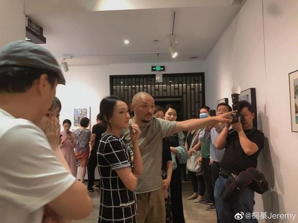 Lộ diện sau nghi vấn ly hôn, Châu Tấn bị soi gương mặt lão hóa dù mặc đồ khoe chân thon-3