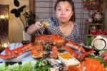 Mừng 3 triệu sub, Quỳnh Trần JP chơi lớn với mâm hải sản cua hoàng đế nặng hơn 6kg và loạt món siêu đắt