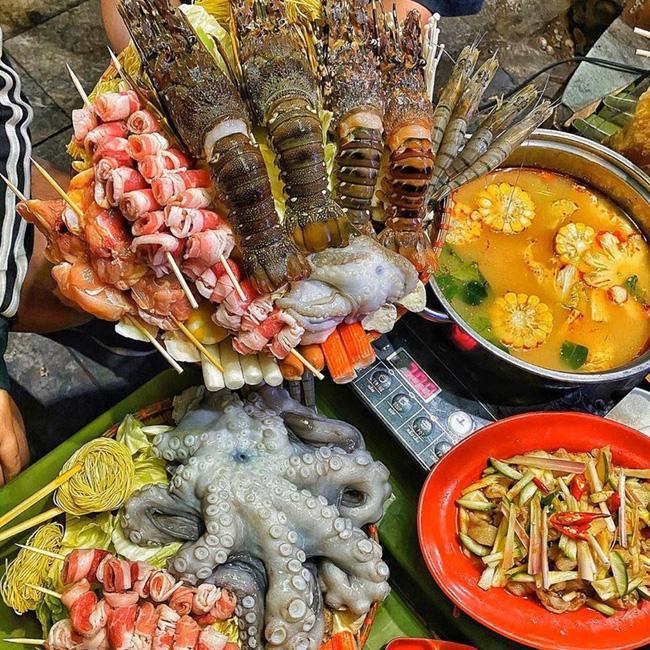 Quán lẩu ở Hà Nội bị khách tố bán đồ ăn vừa đắt lại dở, nhưng lầy nhất là nhân viên phục vụ tự ý dùng điện thoại và Facebook của khách để review 5 sao?-1