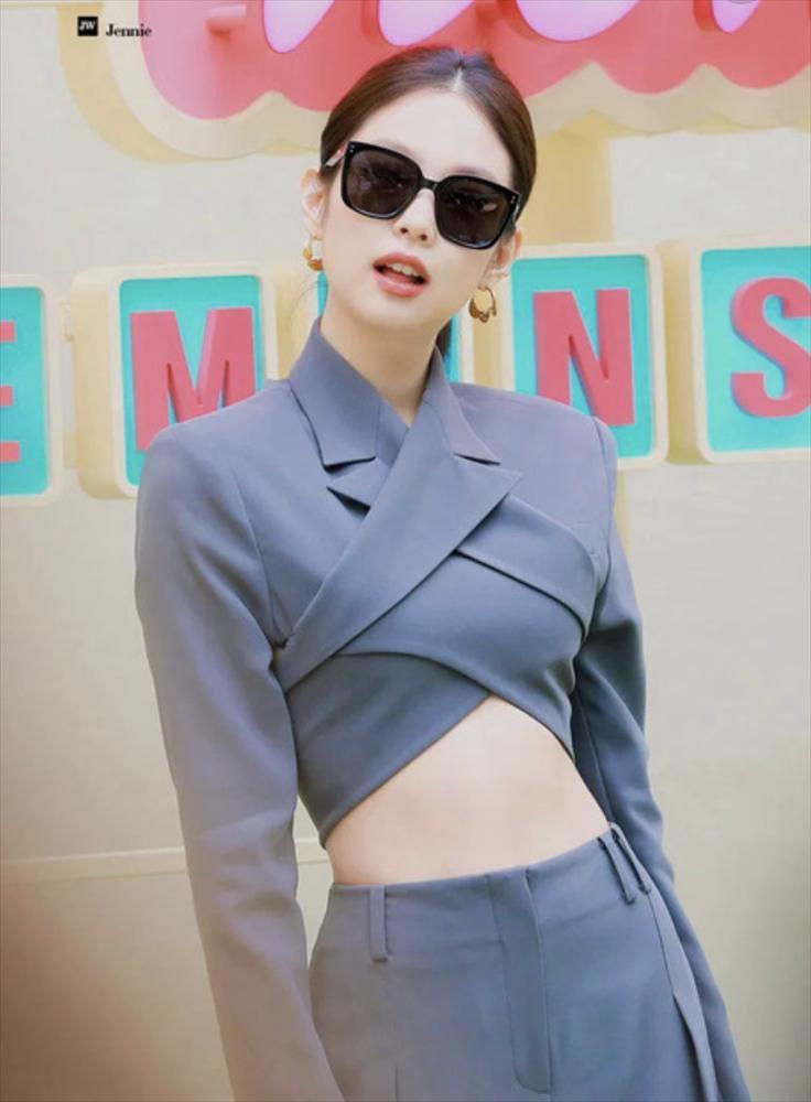 Những nàng công chúa Kpop:  Jennie - Sulli được cưng chiều, Xiyeon bị hắt hủi xót thương-1