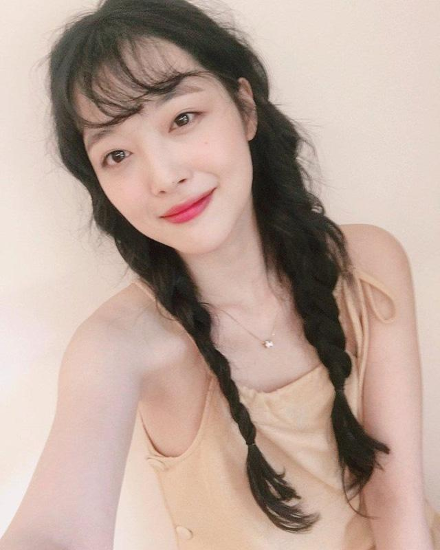 Những nàng công chúa Kpop:  Jennie - Sulli được cưng chiều, Xiyeon bị hắt hủi xót thương-5
