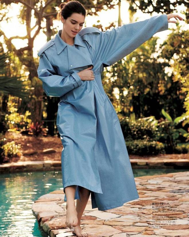 Kendall Jenner bị chê mặt đơ, tạo dáng gượng cứng trên bìa tạp chí-2