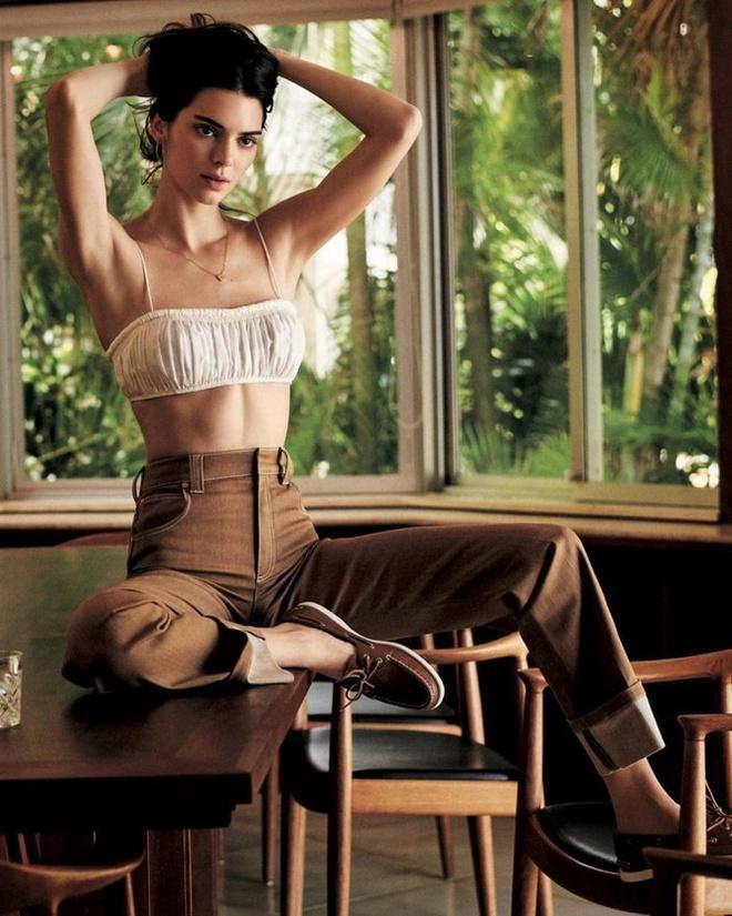Kendall Jenner bị chê mặt đơ, tạo dáng gượng cứng trên bìa tạp chí-5
