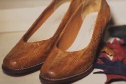 Cận cảnh những đôi giày làm từ da chân gà