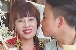 Không uống chung cốc, hôn cũng 'hời hợt', chồng 28 tuổi bị nghi đang 'gồng' khi cưới vợ 63 ở Cao Bằng