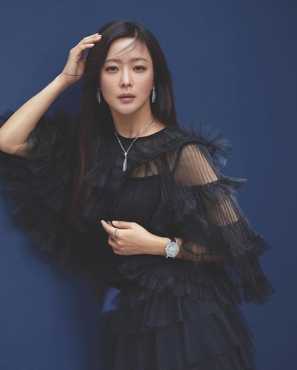 Kim Hee Sun: Từng đau đớn tới mức muốn giải nghệ, bỏ xứ ra đi vì ngoại hình con gái bị miệt thị-4
