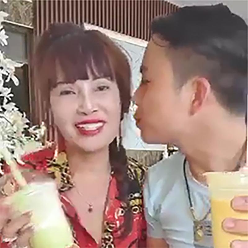 Không uống chung cốc, hôn cũng hời hợt, chồng 28 tuổi bị nghi đang gồng khi cưới vợ 63 ở Cao Bằng-1