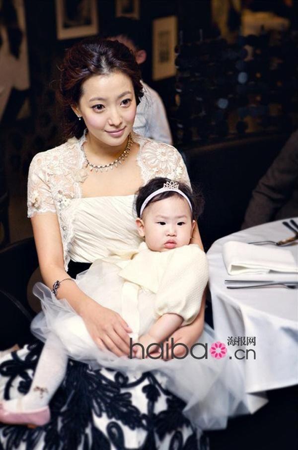 Kim Hee Sun: Từng đau đớn tới mức muốn giải nghệ, bỏ xứ ra đi vì ngoại hình con gái bị miệt thị-8