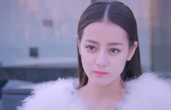Địch Lệ Nhiệt Ba vẫn xinh đẹp nhưng liên tục bị chê già, đến cả Dương Tử - Trương Quân Ninh còn được khen trẻ hơn-3