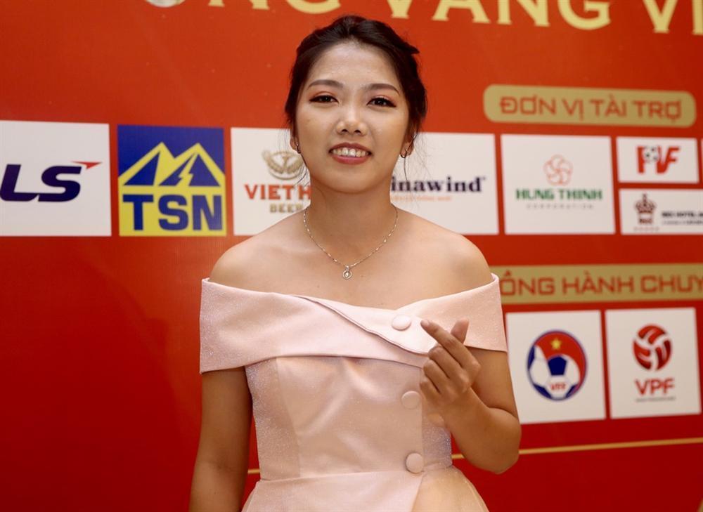 Huỳnh Anh rạng rỡ bên Quang Hải tại gala Quả bóng vàng 2019-9