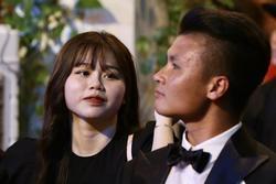 Huỳnh Anh rạng rỡ bên Quang Hải tại gala Quả bóng vàng 2019