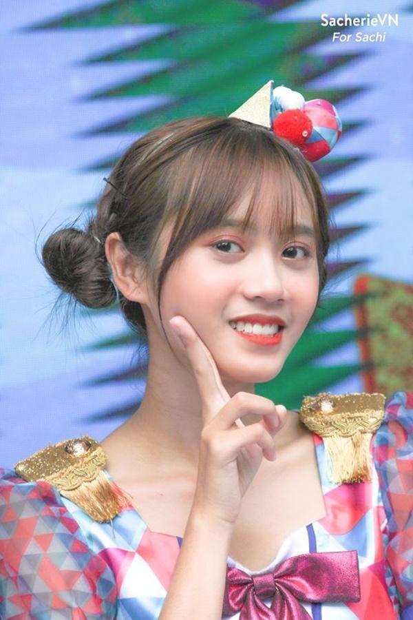 Vẻ ngoài nữ ca sĩ 17 tuổi bị đuổi khỏi nhóm nhạc đông nhất Việt Nam-4