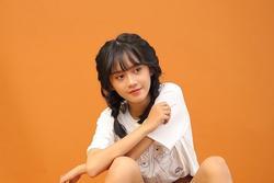 Vẻ ngoài nữ ca sĩ 17 tuổi bị đuổi khỏi nhóm nhạc đông nhất Việt Nam