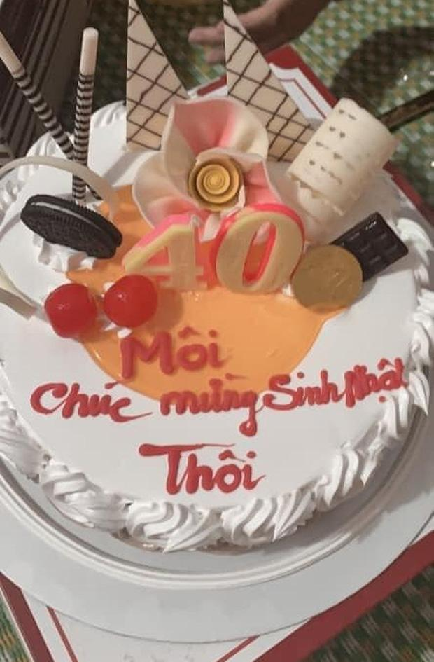 Chiếc bánh kem gây lú nhất MXH hôm nay, thiếu mỗi dấu ngã mà lời chúc đi xa quá-2